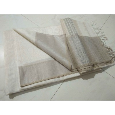 Sameer Handloom Off White Cotton Silk Solid Maheshwari Handloom Saree